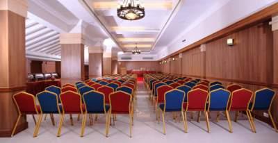 Scaune-nunta-conferinta-hotel-sala